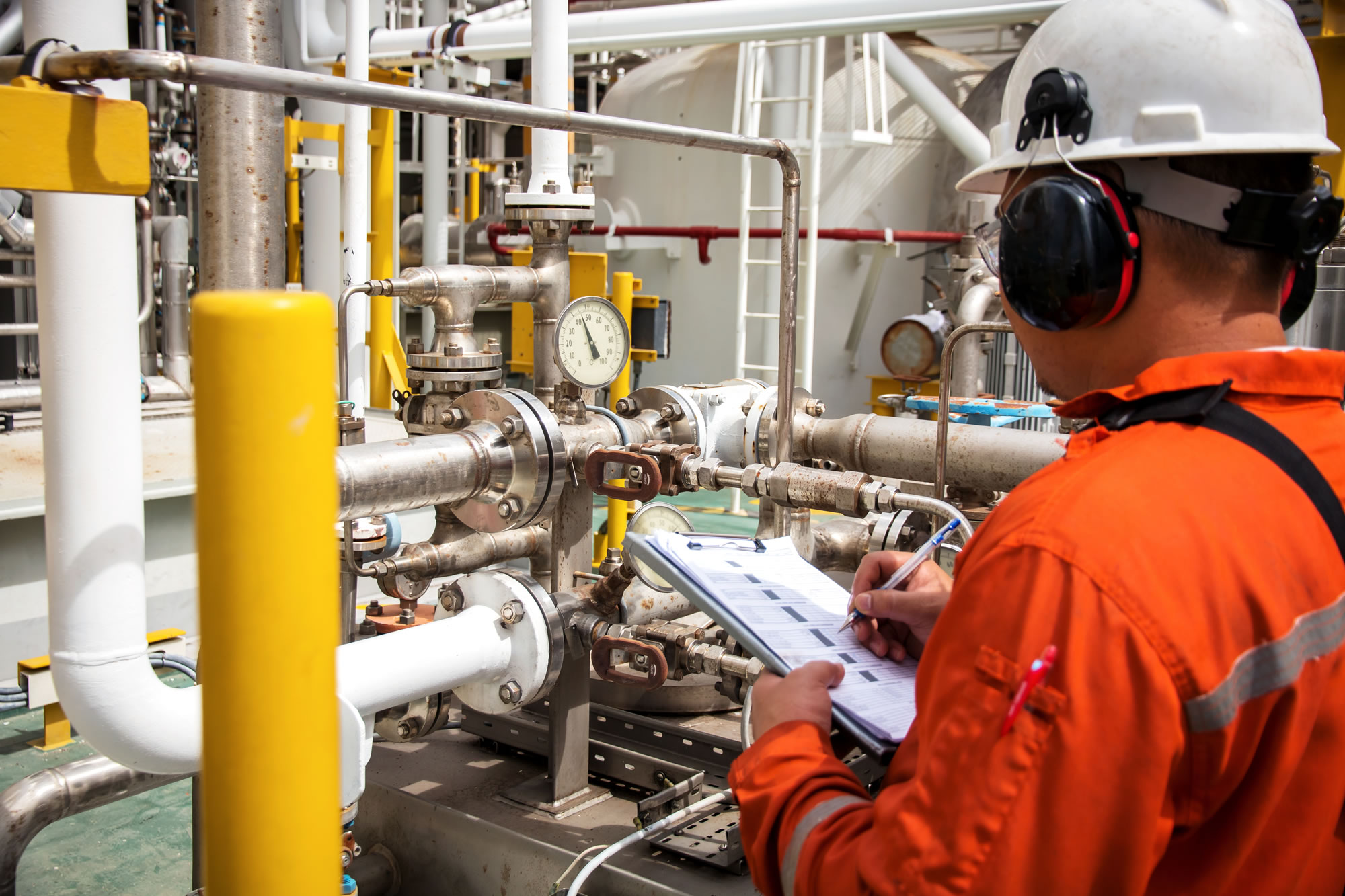 Top 20 checklist for selecting a closed loop chemical sampling system